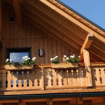Dach und Balkon Haus aus Holz