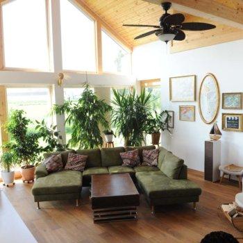 Moderner Wohnraum in rustikalem Haus